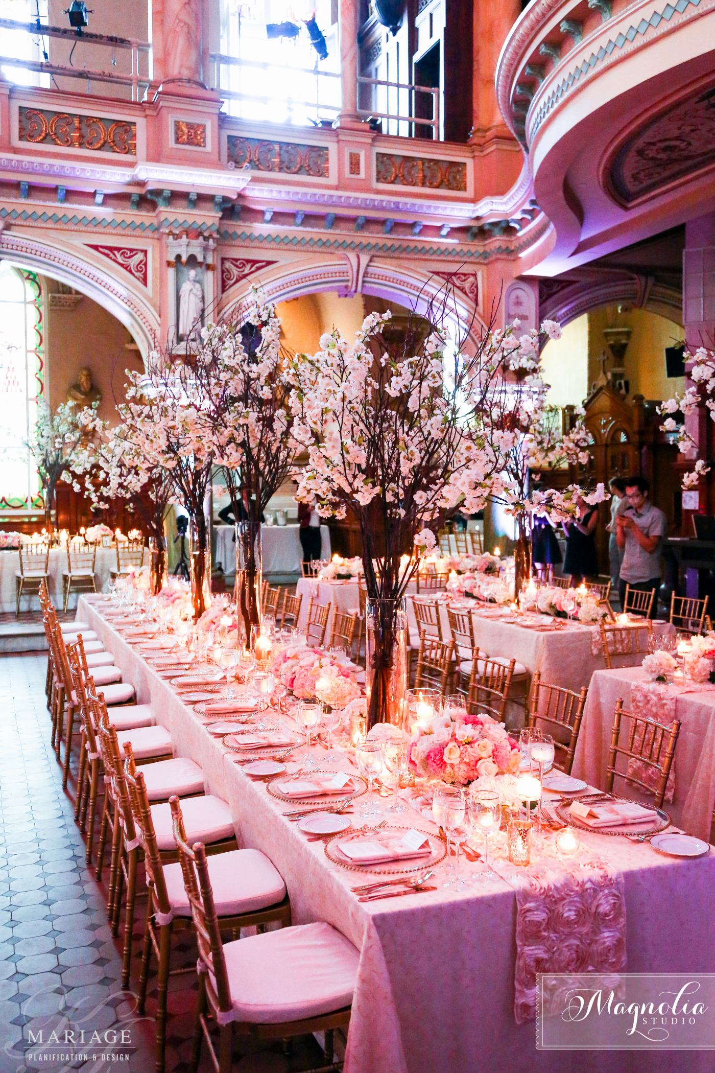 Glamour wedding at la chapelle du mus e de l 39 am rique for Decoration officielle francaise